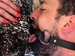 Бородатый раб вылизывает госпожу