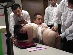 Офисные работники ебут новую секретаршу