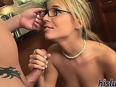 Молодая секретарша в очках строчит толстый хуй босса