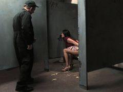Девка сосет хуй через дырку в стене в общественном туалете