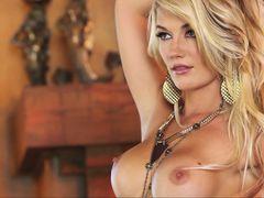 Потрясающая блондинка Nikki du Plessis
