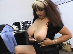 Грудастая секретарша любит большие члены