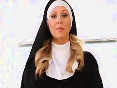 Дрочка руками монахини
