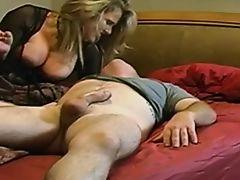 Мама с большой грудью и ее парень