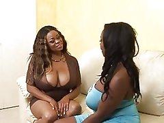 Черная сцена девушки и девушки