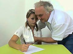 Учитель шпилит красотку студентку