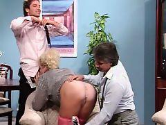Босс и его друг трахнули опытную секретаршу