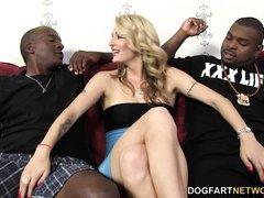 Natasha Starr люит трахаться с огромными черными членами